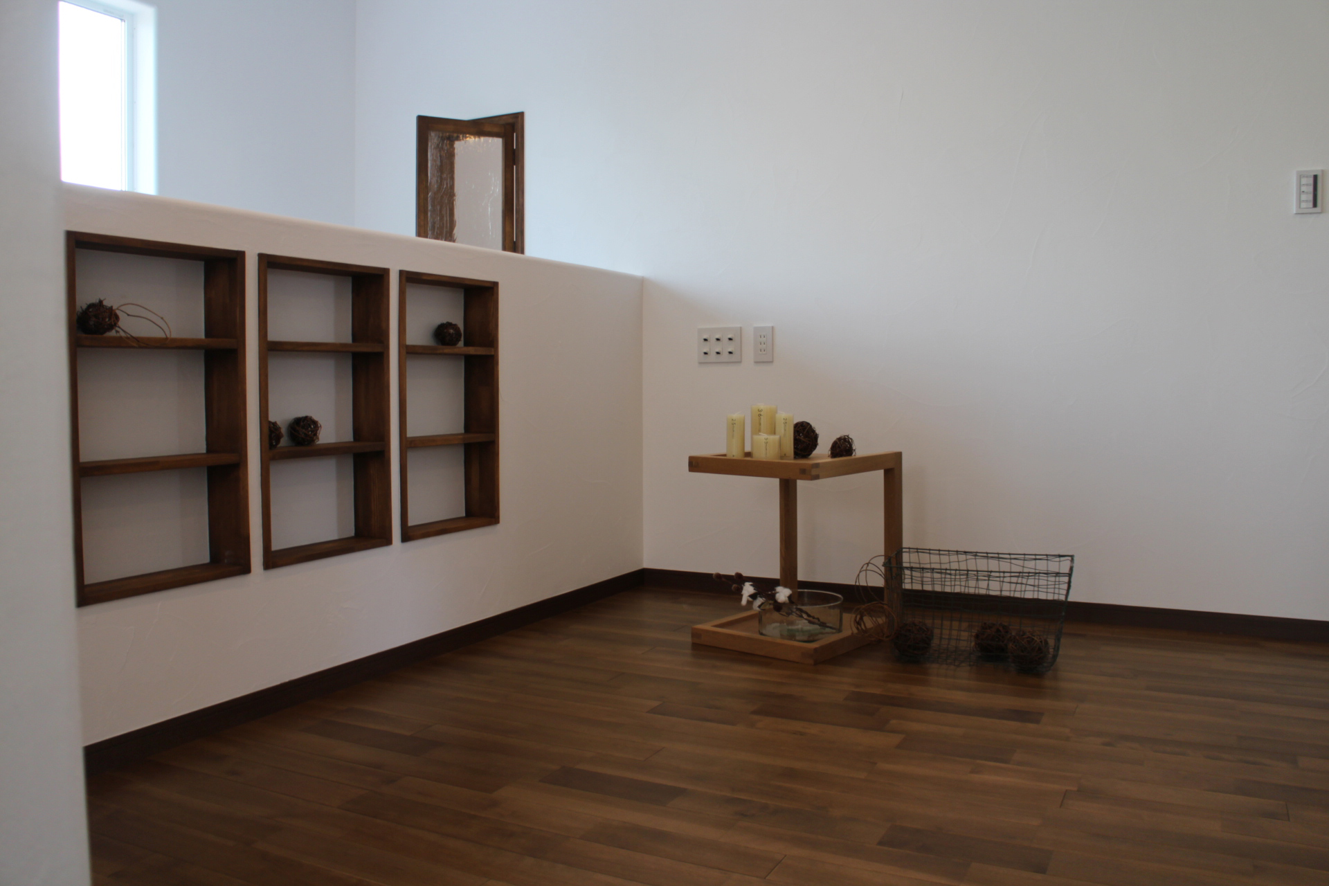 ファミリースペースには造作の本棚