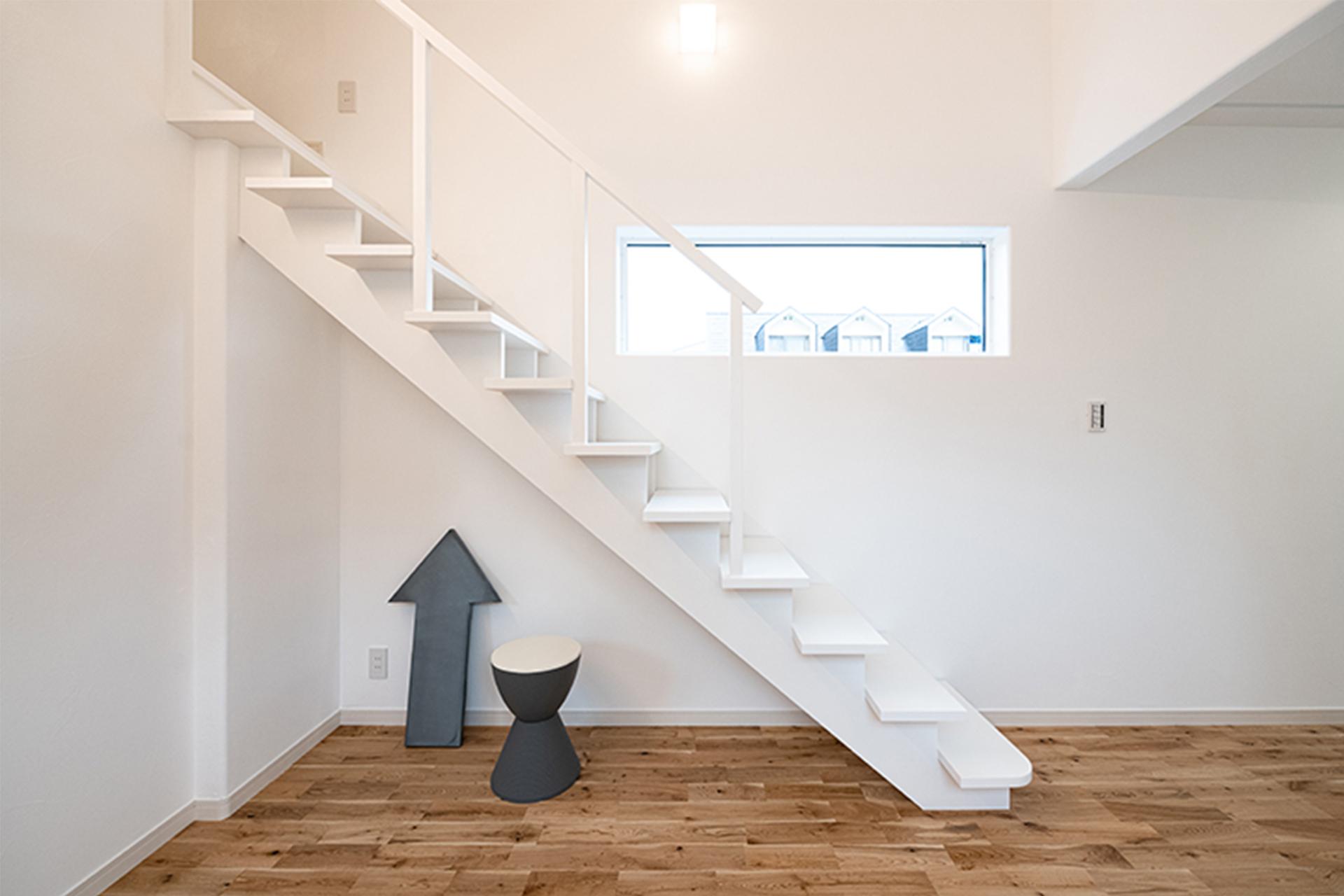 ロフトへ続く手作りの階段